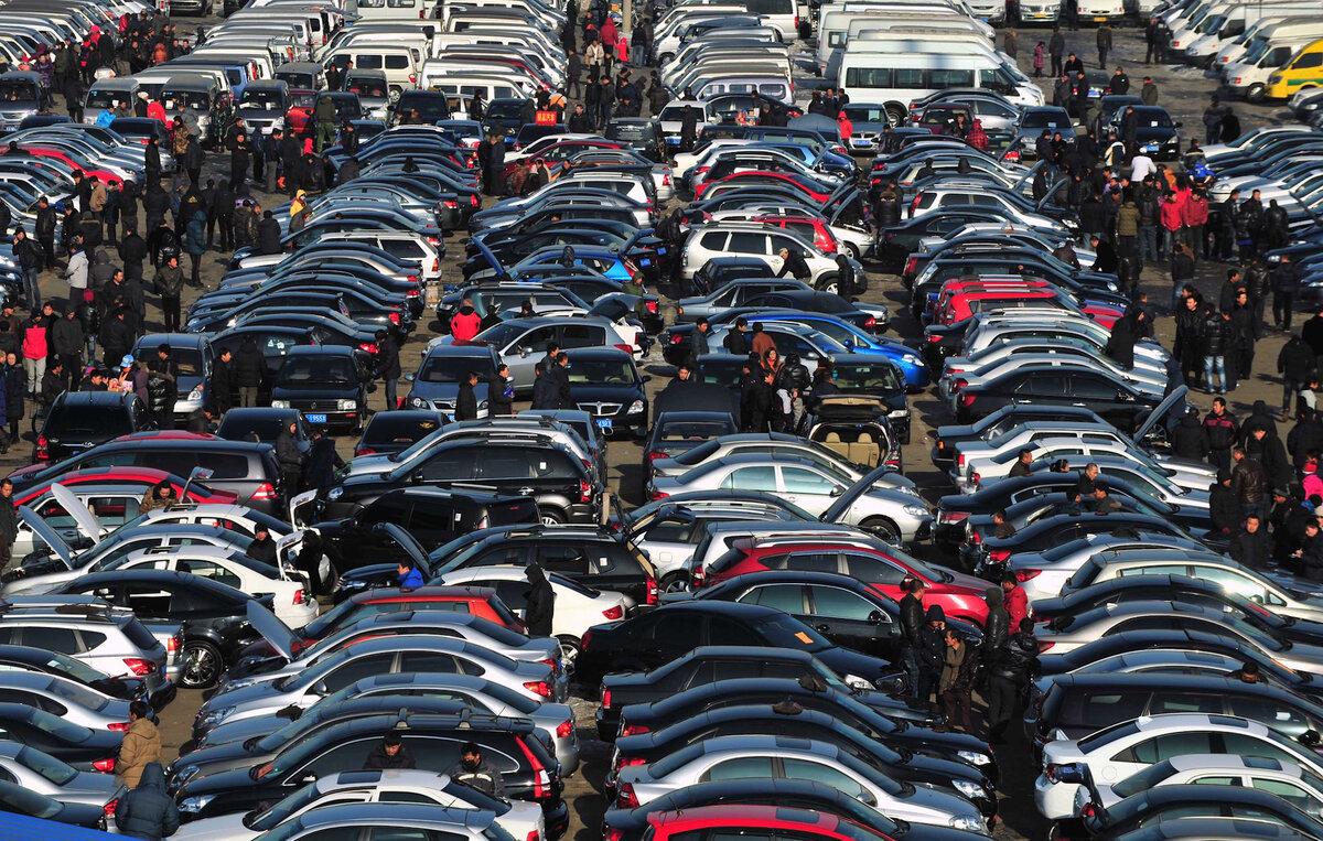 Перекупщик рассказал, зачем продают годовалые автомобили, и стоит ли их рассматривать