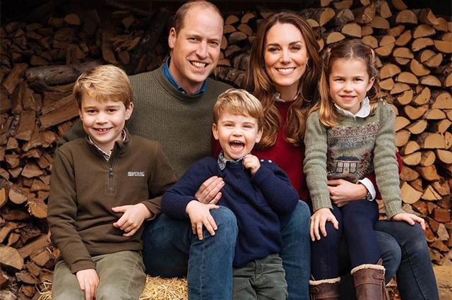 Под прицелом папарацци: Кейт Миддлтон с принцем Джорджем и принцессой Шарлоттой в канцелярском магазине Монархии