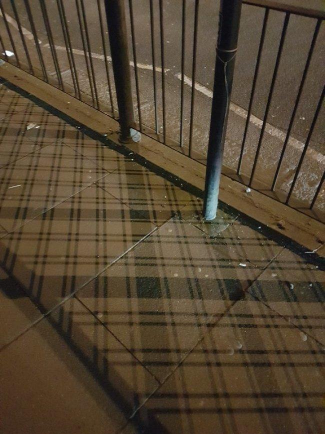Заграждение в Шотландии отбрасывает тень с патриотичным узором красота, перфекционизм, симметрия