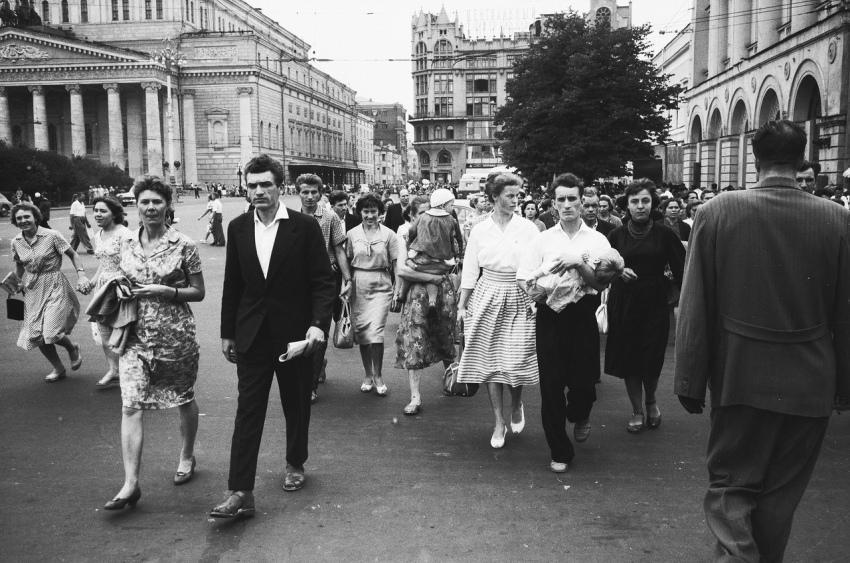 Было это еще в Советском Союзе. В 60-х годах, один молодой человек, сделал своей молодой жене подарок…