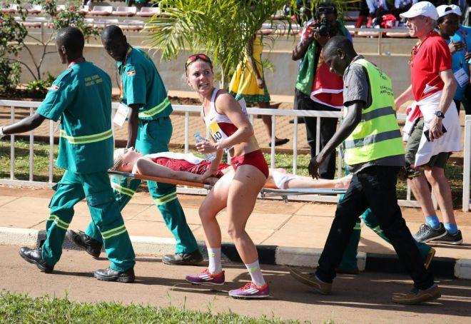спортсменок выносили без сознания
