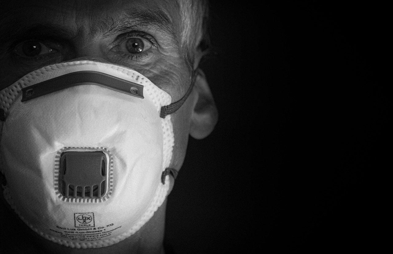 В Роспотребнадзоре предупредили о тяжёлом течении COVID-19 у курильщиков