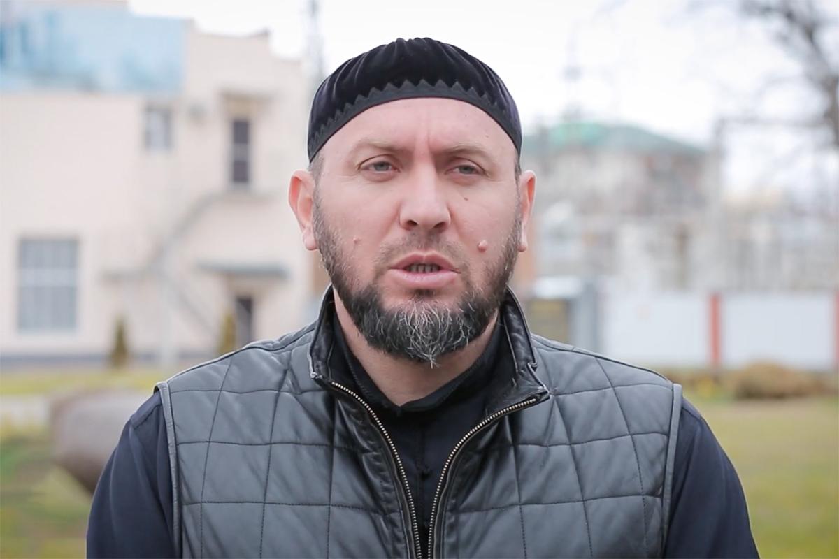 Имам мечети «Сердце Чечни» призвал вычислять и наказывать физической расправой критиков