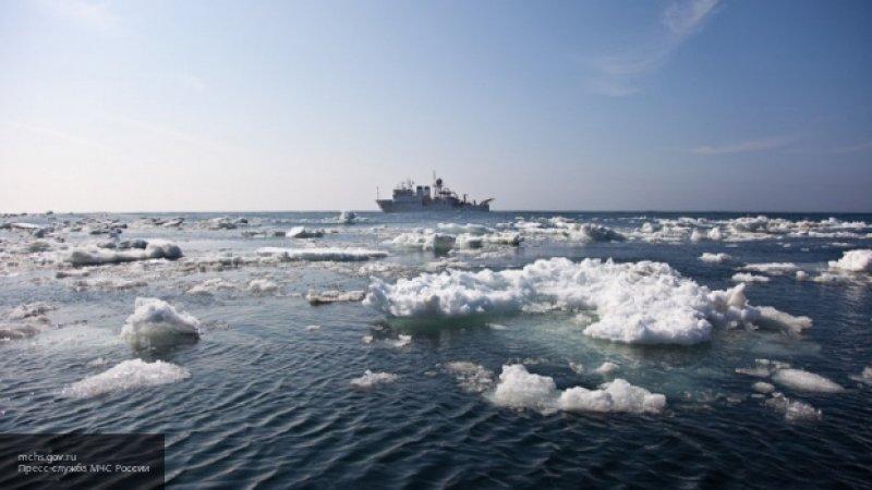 """Помощь потребовалась шести морякам с горящего траулера """"Энигма Астралис"""""""
