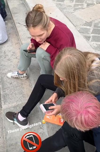 Наталья Водянова провела день с детьми в Париже накануне отъезда в Москву Звездные дети