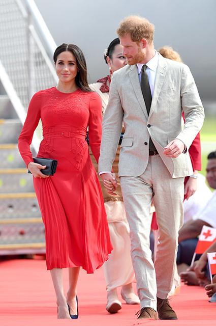 Платье-рубашка, идеальный жакет и еще 5 главных вещей в королевском гардеробе Звездный стиль