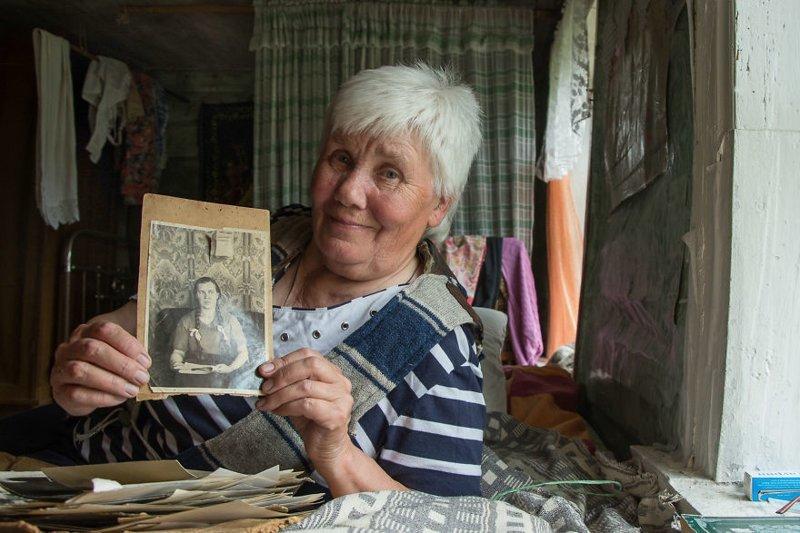 Неунывающая Люся: вот как живет единственная жительница деревни под Псковом