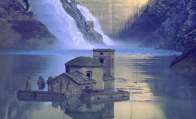 Город был под водой 70 лет: руины решили осушить и исследовать дома Культура