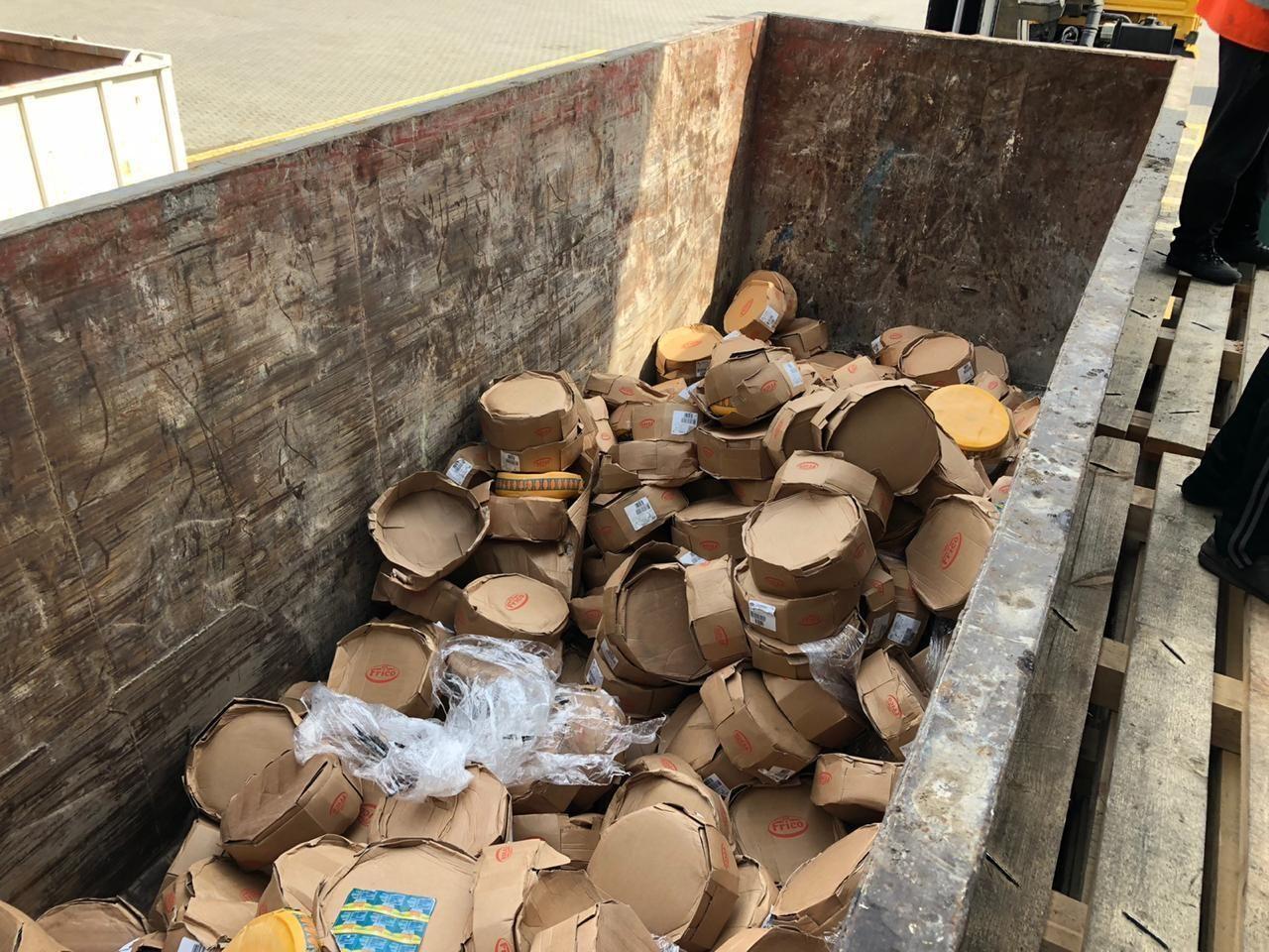 В годовщину начала блокады Ленинграда в городе уничтожили 46 тонн санкционного сыра, масла и хамона