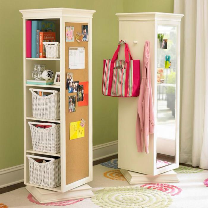 Крутящийся шкаф-ниша оснащён зеркалом, крючками для одежды, полками для хранения