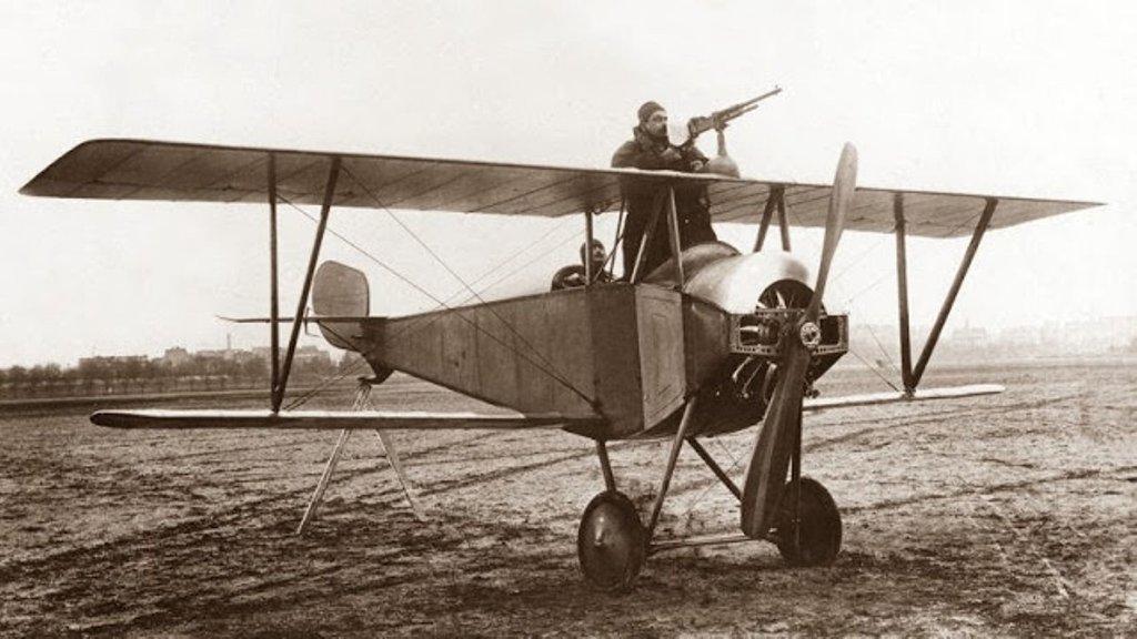 «Заткнул пробоину ногой» и другие интересные факты о летчиках ИНТЕРНЕТ ШКАТУЛКА,факты о летчиках