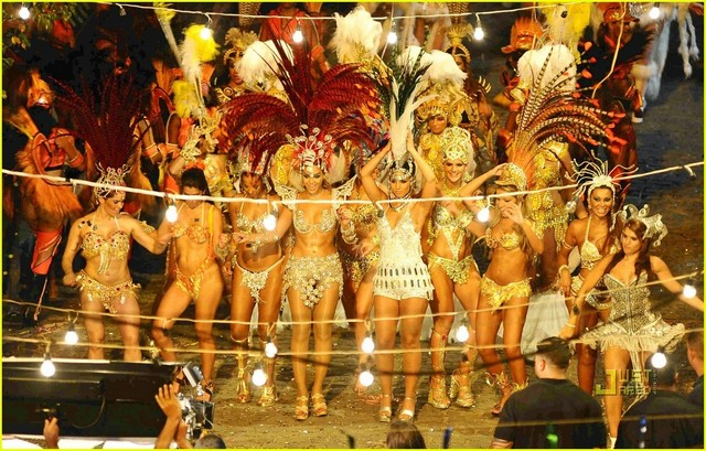 http://wordteen.ru/uploads/posts/2012-08/thumbs/1344246779_beyonce-alicia-keys-samba-costumes-10.jpg