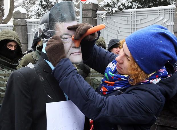Чем Порошенко заслужил памятник в Крыму?