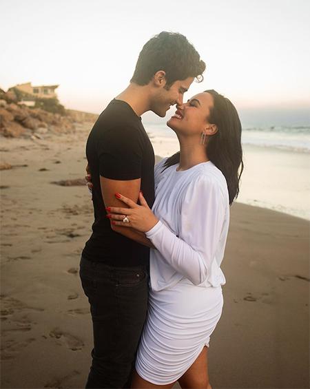 Деми Ловато рассталась с актером Максом Эрихом через два месяца после помолвки Звезды,Звездные пары
