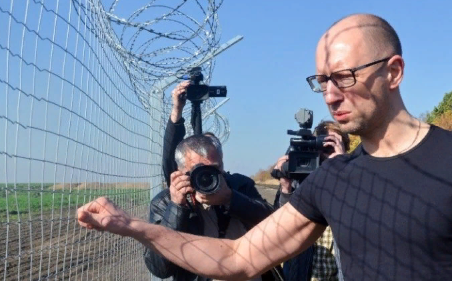 Яценюк требует объяснений от Европы за «зраду» с Путиным