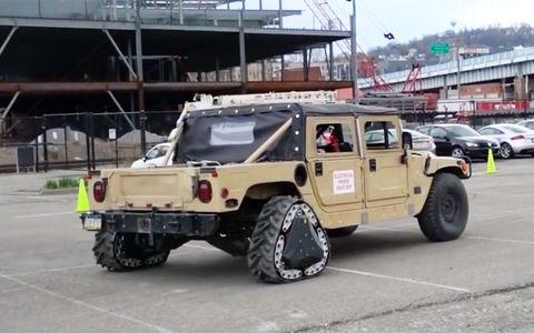 Американские военные показали автомобиль с треугольными колесами