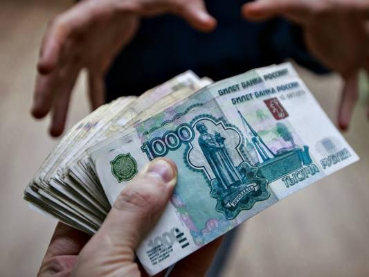 Петербургский следователь подозревается в получении взятки в полмиллиона евро