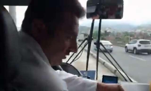 мужчина в транспорте