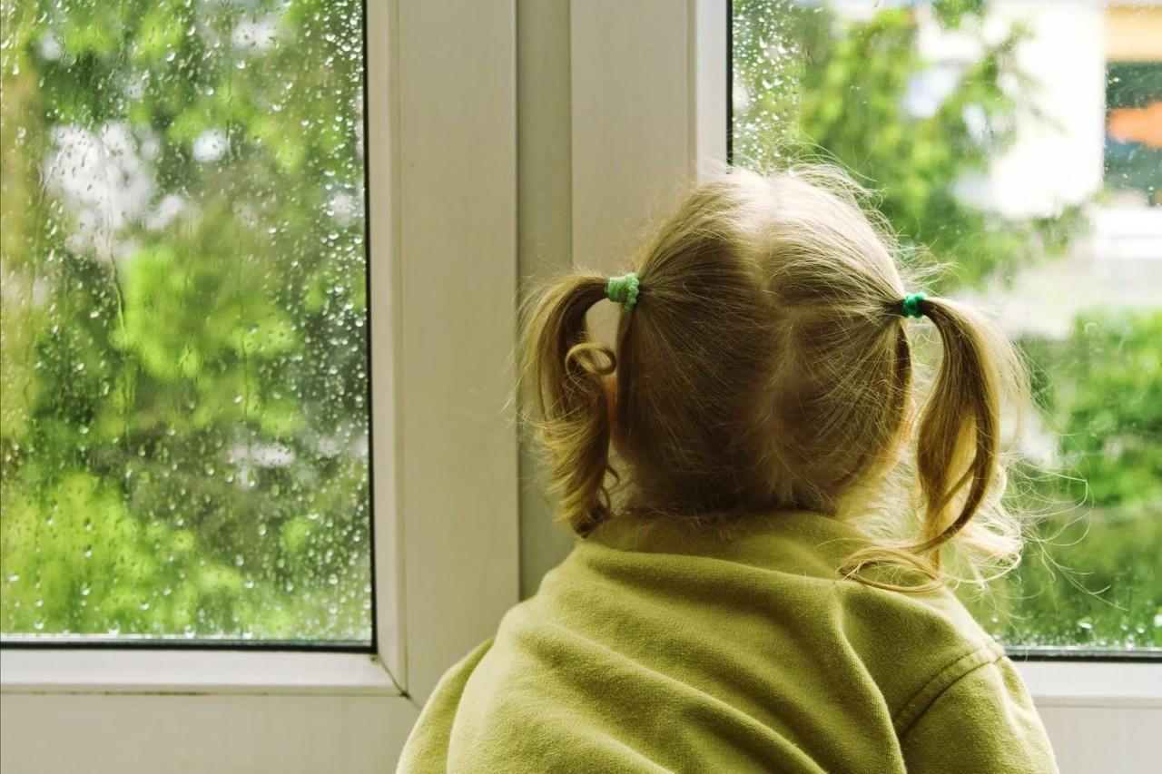 Воры проникли в квартиру и увидели маленькую девочку. Этот день они запомнили надолго…