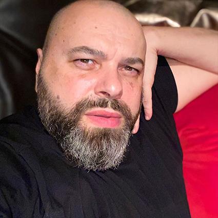 Максим Фадеев упал с электросамоката и получил серьезные травмы Новости