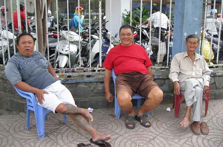 Вы не увидите на улицах Вьетнама шумных скандалов, откровенной грубости