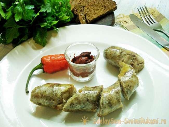 Вкусная и недорогая домашняя колбаса из куриных бедер и свиного фарша