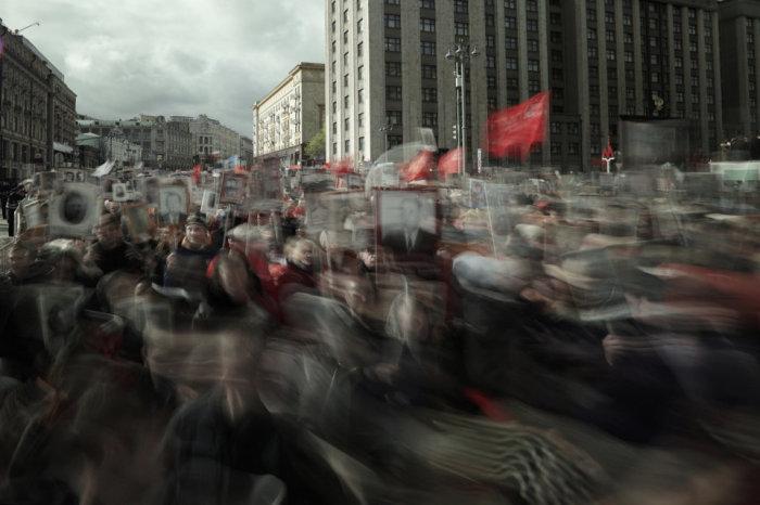 Участники гражданской акции «Бессмертный полк», шествуя на улицах Москвы с портретами своих родственников, погибших или участвовавших в Великой Отечественной войне (1941-1945). Автор фотографии: Мария Плотникова.
