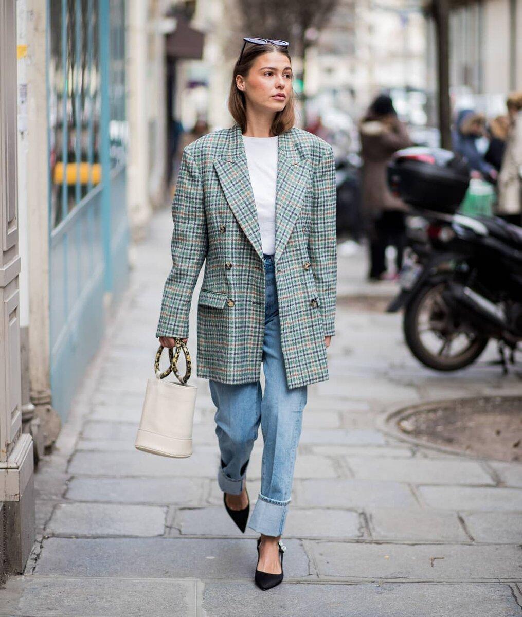 7 вещей, в которых женщина будет нелепо выглядеть в повседневной жизни аксессуары,гардероб,красота,мода,мода и красота,модные образы,модные сеты,модные советы,модные тенденции,обувь,одежда и аксессуары,стиль,стиль жизни,украшения,уличная мода,фигура