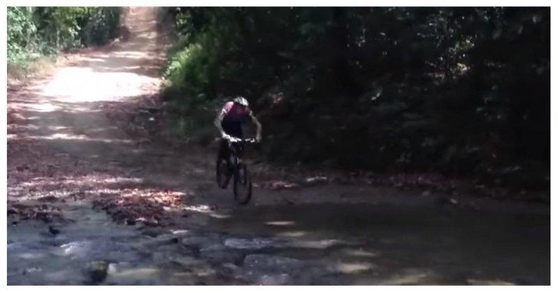 Почему при езде на велосипед…