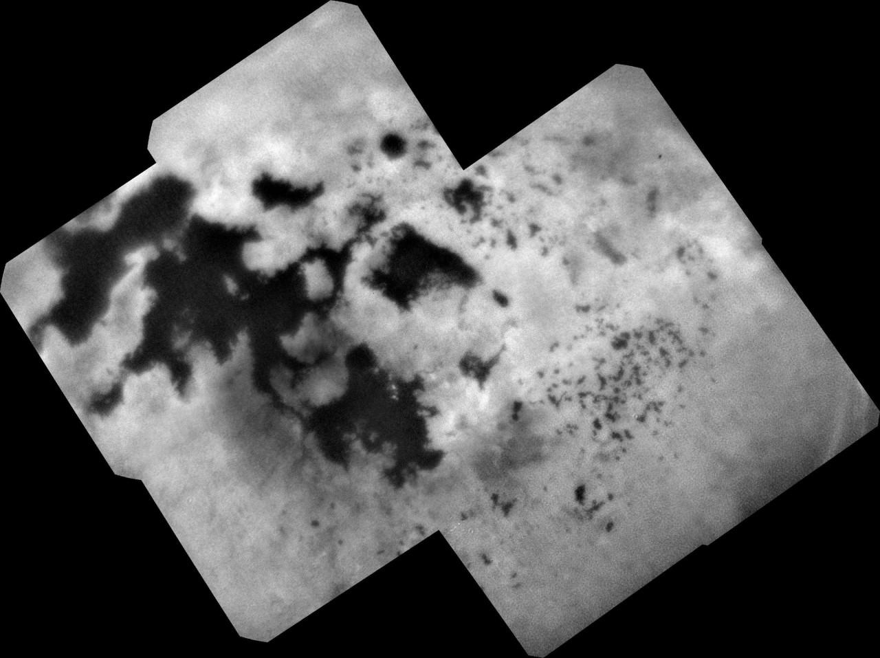 """Снимок: """"Последний взгляд"""" аппарата """"Кассини"""" на моря северного полушария Титана."""
