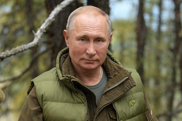 """Владимир Путин высказался о брачных договорах и слухах о наличии у него """"дворца в Геленджике"""""""