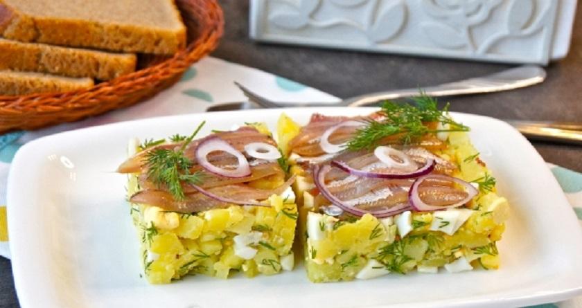 Отличный картофельный салат с килькой: вкусно, сытно и бюджетно