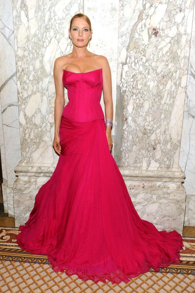 В розовом цвете: Ума Турман на красной дорожке гала-вечера «amfAR 2013»