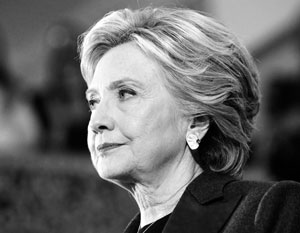 Хиллари Клинтон сломала руку в Индии