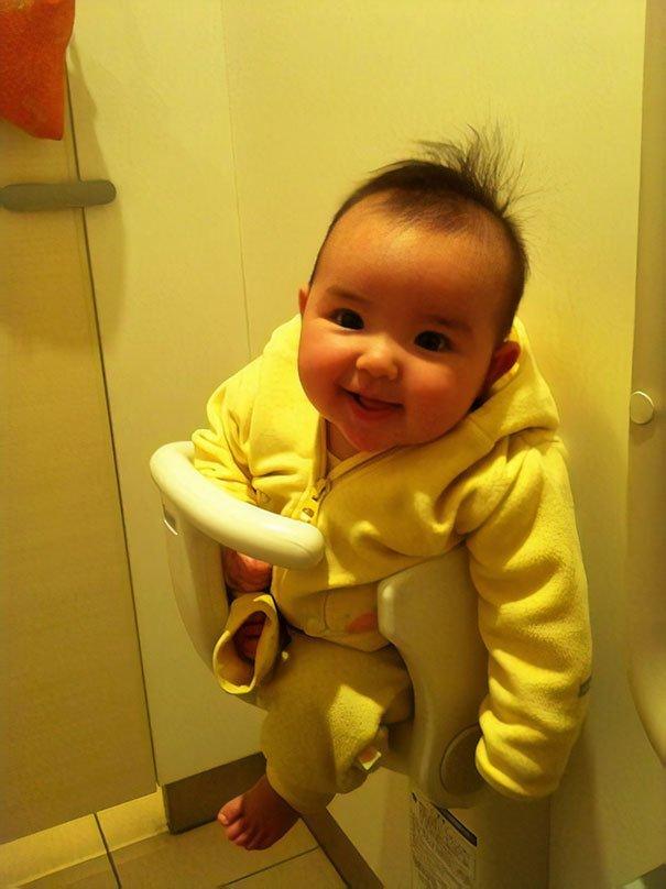 11. Держатель для детей в общественном туалете интересно, путешествия, удивительно, япония