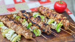 Шашлык из курицы и овощи гриль