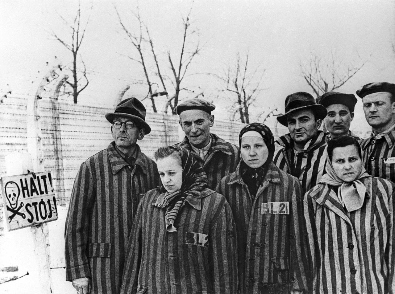 Узники Аушвица перед освобождением советской армией в январе 1945 года аушвиц, вторая мировая война, день памяти, конц.лагерь, концентрационный лагерь, освенцим, узники, холокост