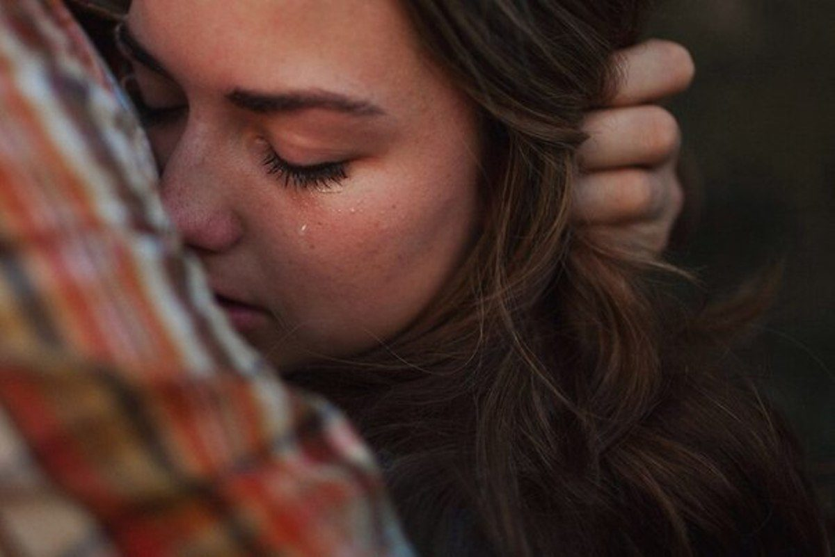 Картинки девушка плачет из за парня, учителям