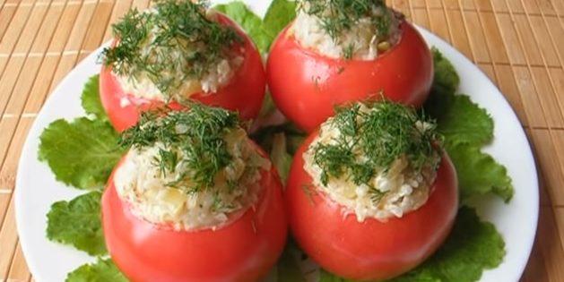 Помидоры, фаршированные болгарским перцем и рисом