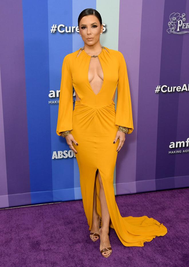 Золото Лос-Анджелеса: Ева Лонгория в платье со смелым декольте (фото 1)