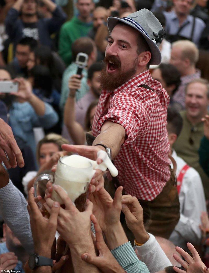 """Дайте мне мою прелесть!"" ynews, бавария, гуляния, мюнхен, октоберфест, октоберфест 2018, пивной фестиваль, пиво"