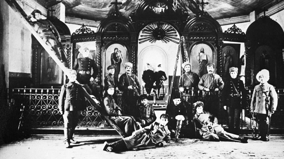 От гонений к терпимости. Как Сталин помирился со священниками