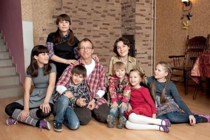 Оксана Охлобыстина с семьей | Фото: 24smi.org