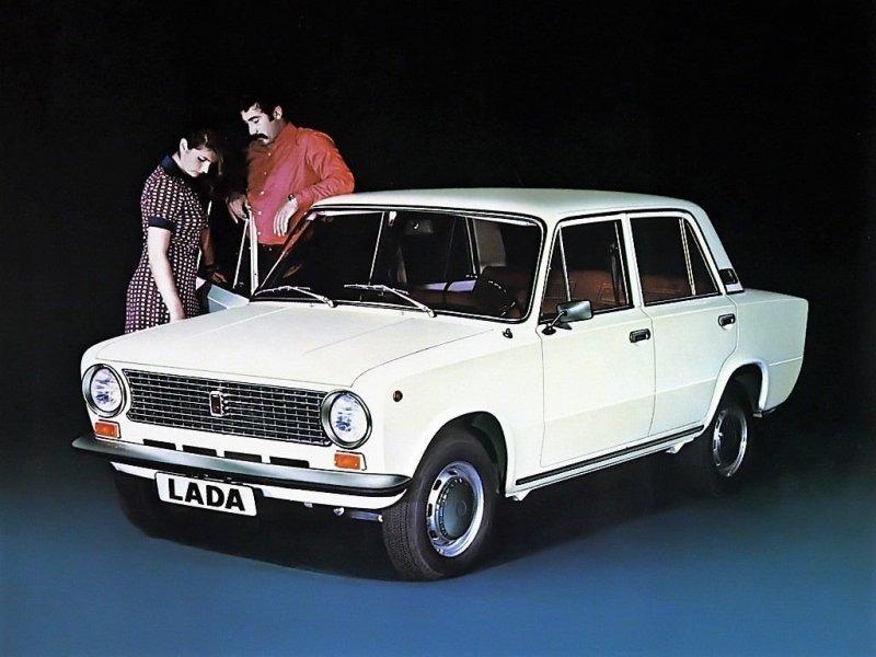Эта и следующие фотографии наглядно демонстрируют, что искусство рекламной фотографии во времена СССР находилось в зачаточном состоянии ))) fiat, fiat 124, авто, автоистория, автомобили, ваз, ваз 2101, жигули