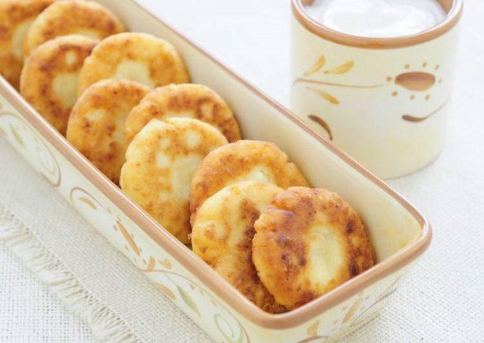 Яблочные сырники – нежное и вкусное лакомство, которое готовится в считанные минуты!