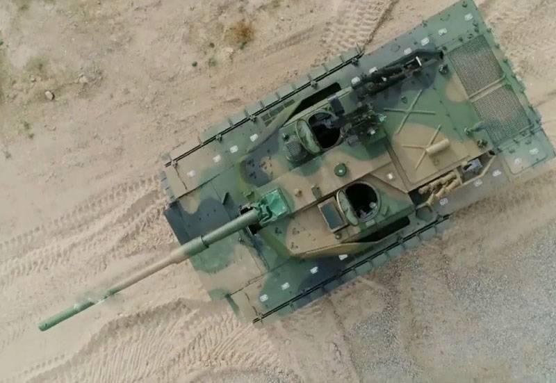 В Китае впервые показали лёгкий танк VT-5 на полигоне НОАК