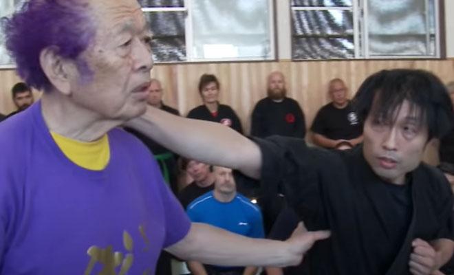 Мастер ниндзюцу пришел на тренировку ММА-бойцов и показал свои способности