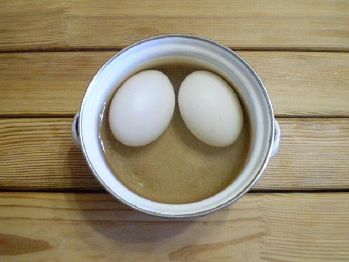как покрасить яйца зеленкой