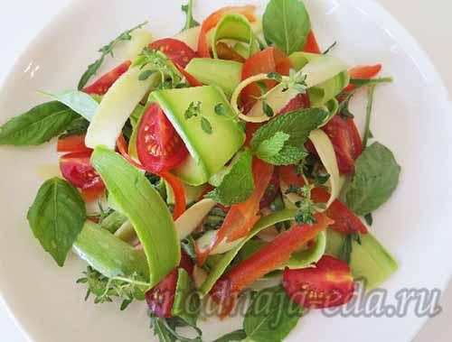 Салат из свежих кабачков