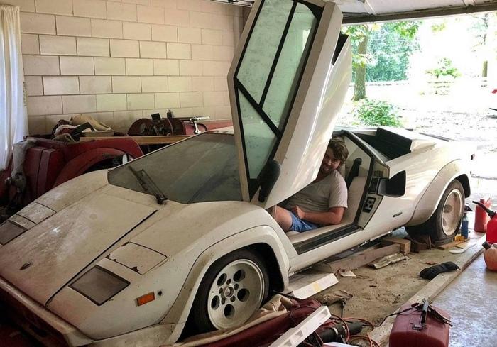 Внук нашел в гараже бабушки …
